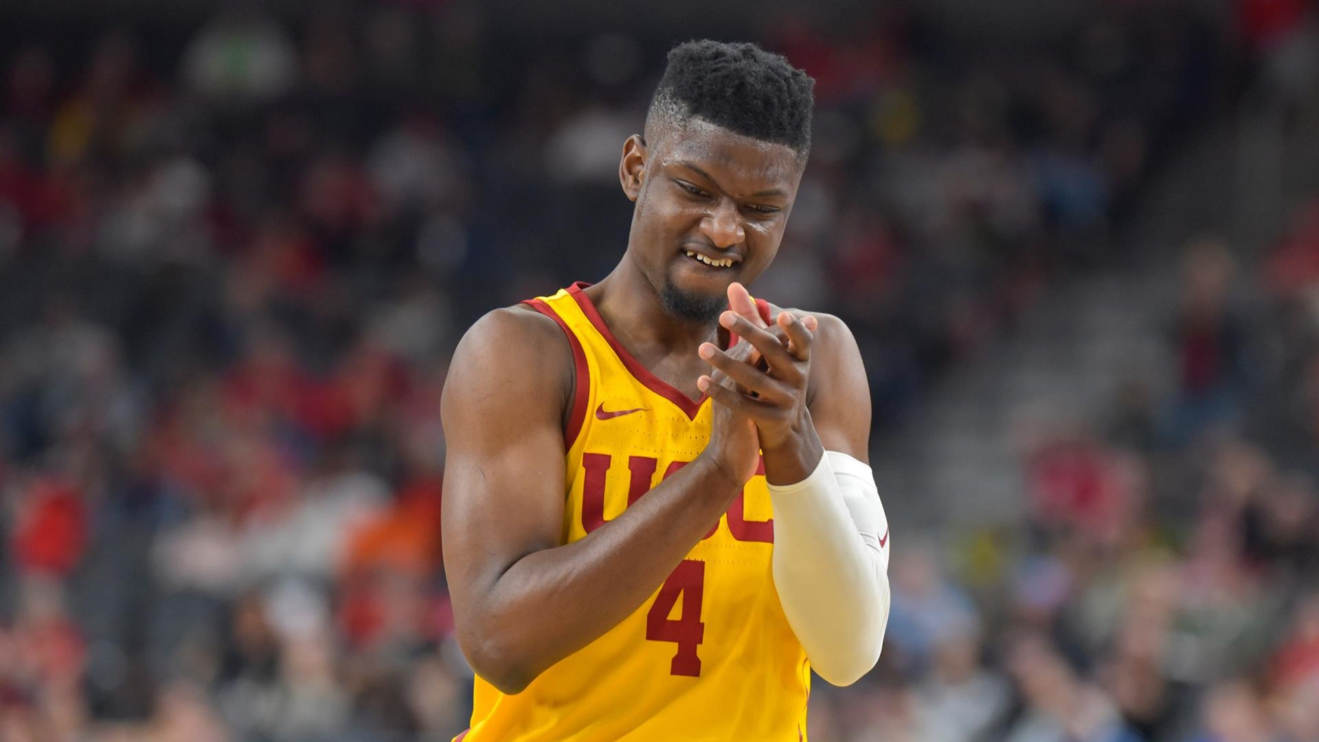 Chimezie_claps_at_pac_12sjmcg